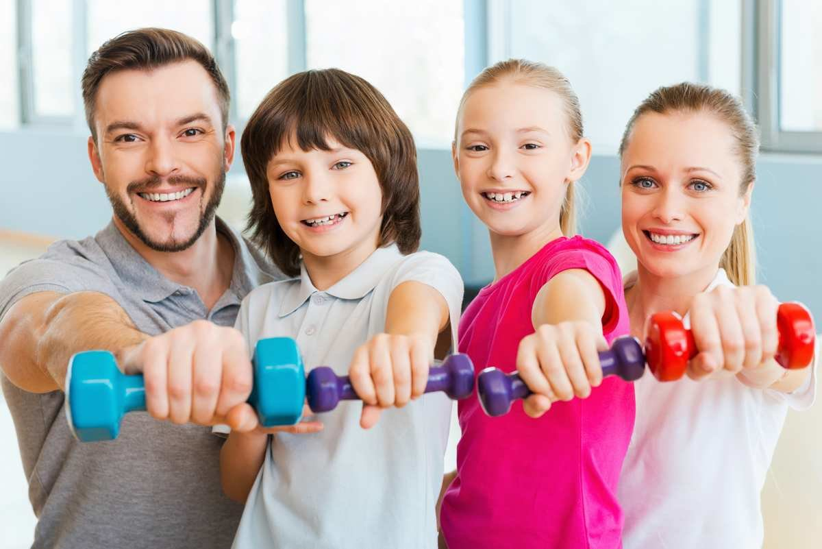 L'application de fitness transforme la famille en équipe sportive